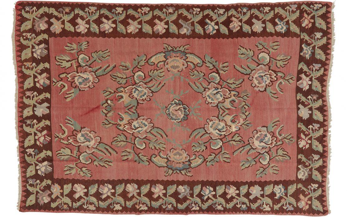 Traditionelt tyrkisk rosen kelim tæppe i rosarød, bordeaux, grøn og sand farver. Tæpper sælges i København