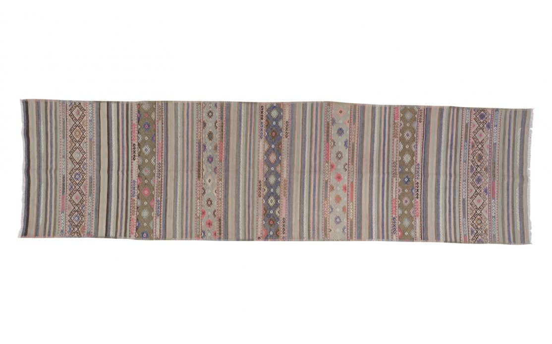 Tyrkisk kelim tæppe løber med blå, grønne og gyldne broderede detaljer. Tæpper til salg i København