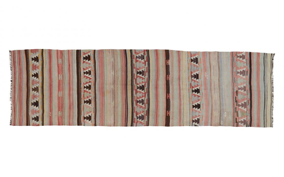 Stribet tyrkisk kelim tæppe løber i pastelfarver af rosa, mint, blå, beige og brun. Tæpper sælges i København