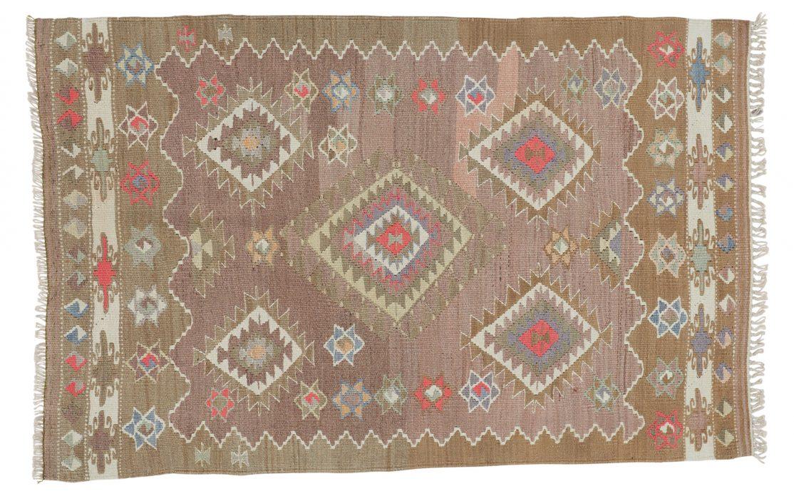 Lille tyrkisk kelim tæppe i oliven grøn og brun med detaljer af beige, mint og rosa. Tæpper sælges i København