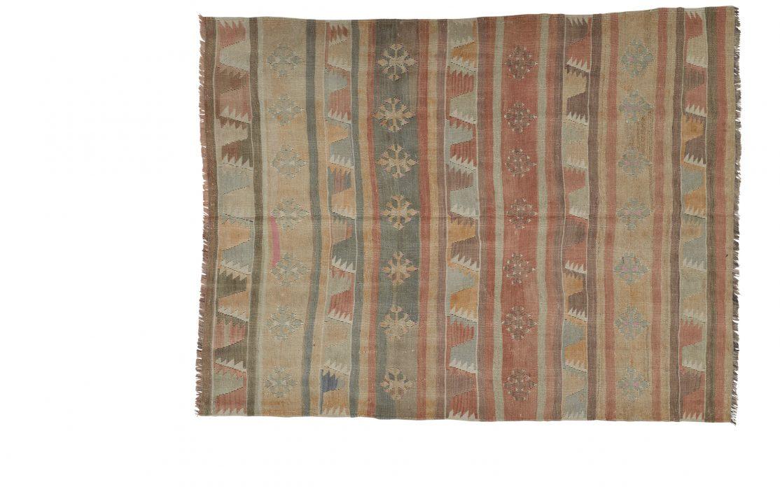 Tyrkisk stribet kelim tæppe i sarte toner. Tæpper sælges i København