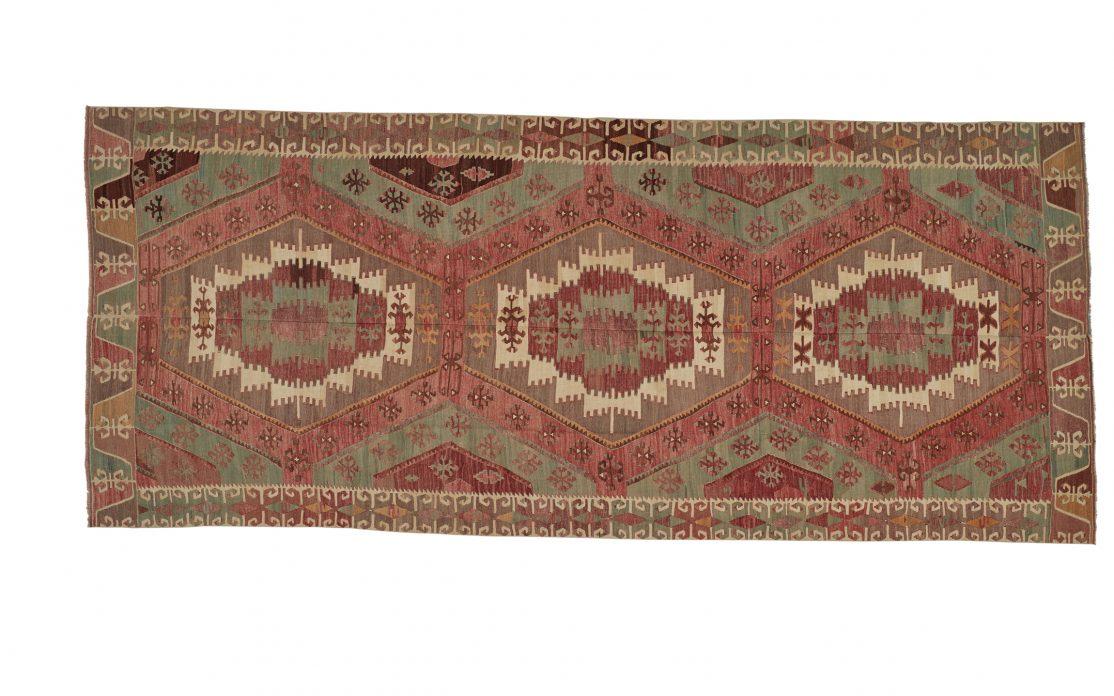 Tyrkisk stor kelim tæppe i gyldne og røde farver. Tæpper sælges i København