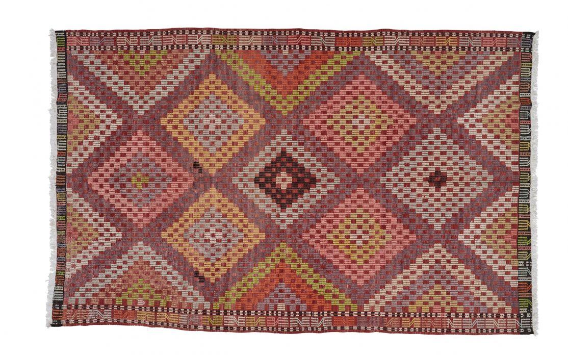 Stor tyrkisk kelim tæppe i røde, rosa og lilla nuancer. Tæpper sælges i København