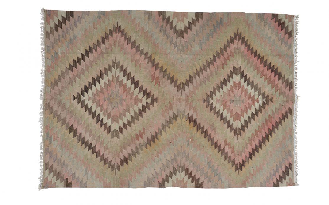 Stor tyrkisk kelim tæppe i støvet rosa og grøn. Tæpper sælges i København