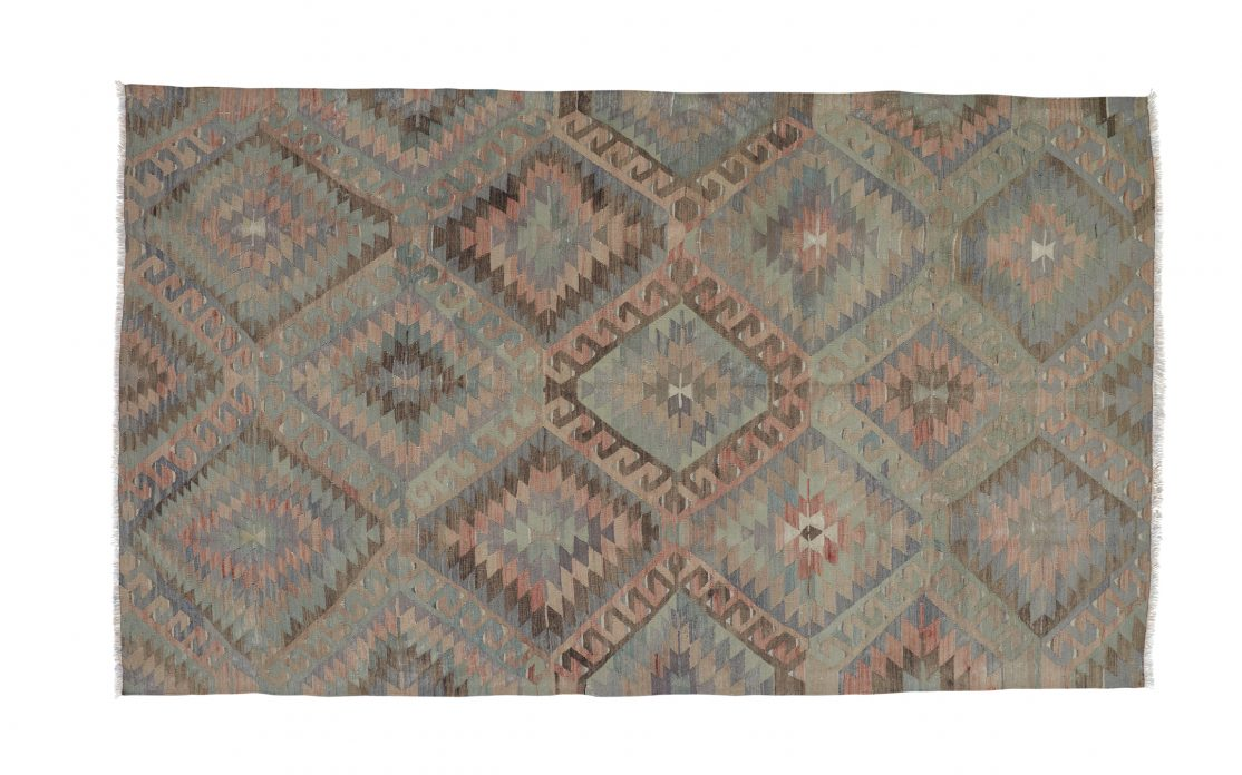 Stor tyrkisk kelim tæppe i rosa, blå og grøn. Tæpper sælges i København
