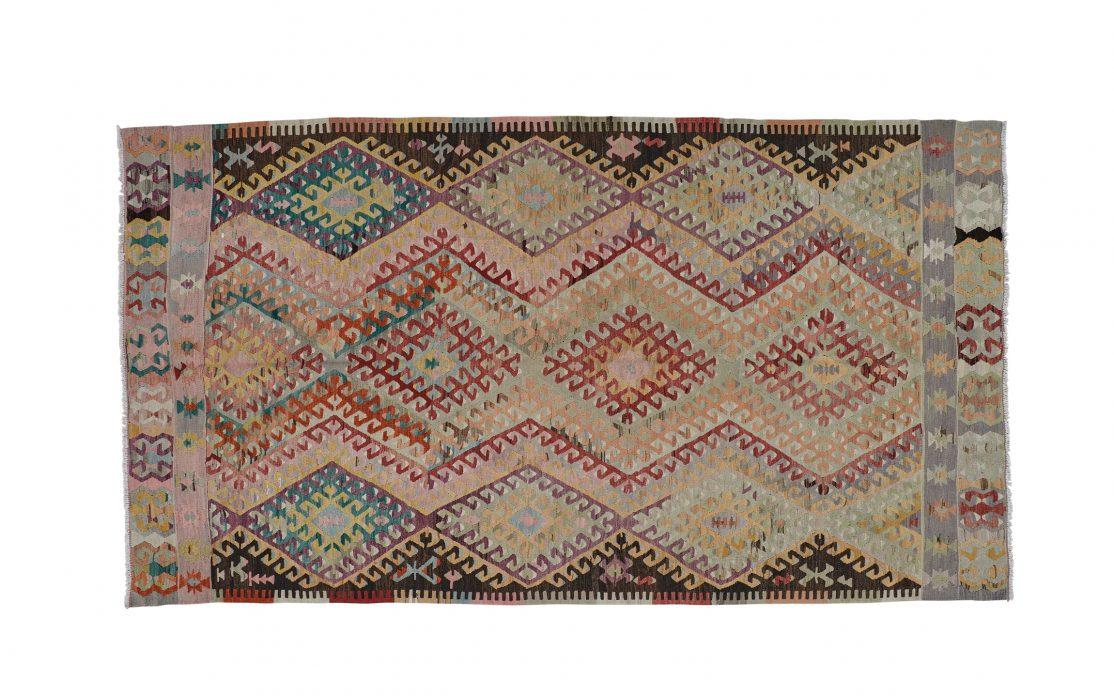 Stor tyrkisk kelim tæppe i rosa, rød, blå, gul og lilla. Tæpper sælges i København