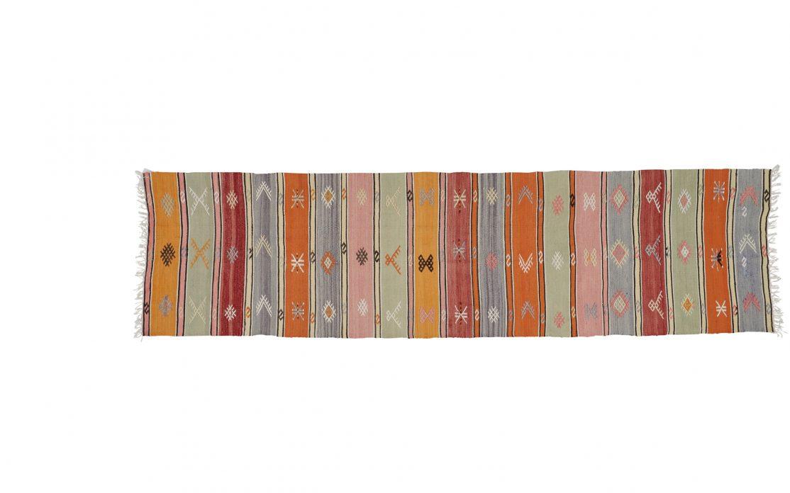 Tyrkisk stribet tæppe løber i gul, orange, rosa og grøn. Tæpper sælges i København