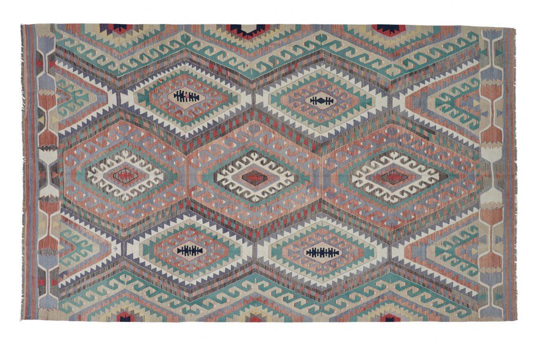 Stor tyrkisk kelim tæppe i turkis, bordeaux og grå. Tæpper sælges i København