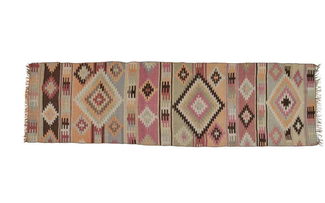 Stribet tyrkisk kelim tæppe løber i fine pastel farver. Tæpper sælges i København