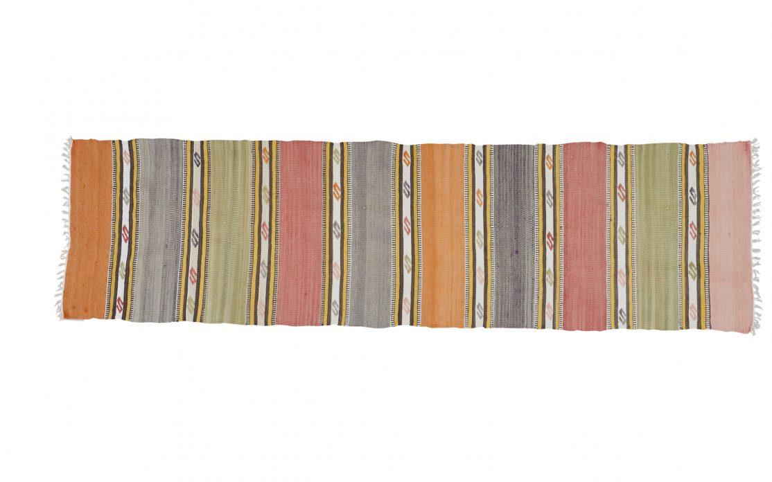 Tyrkisk kelim tæppe løber i lyse pastelfarver. Tæpper sælges i København