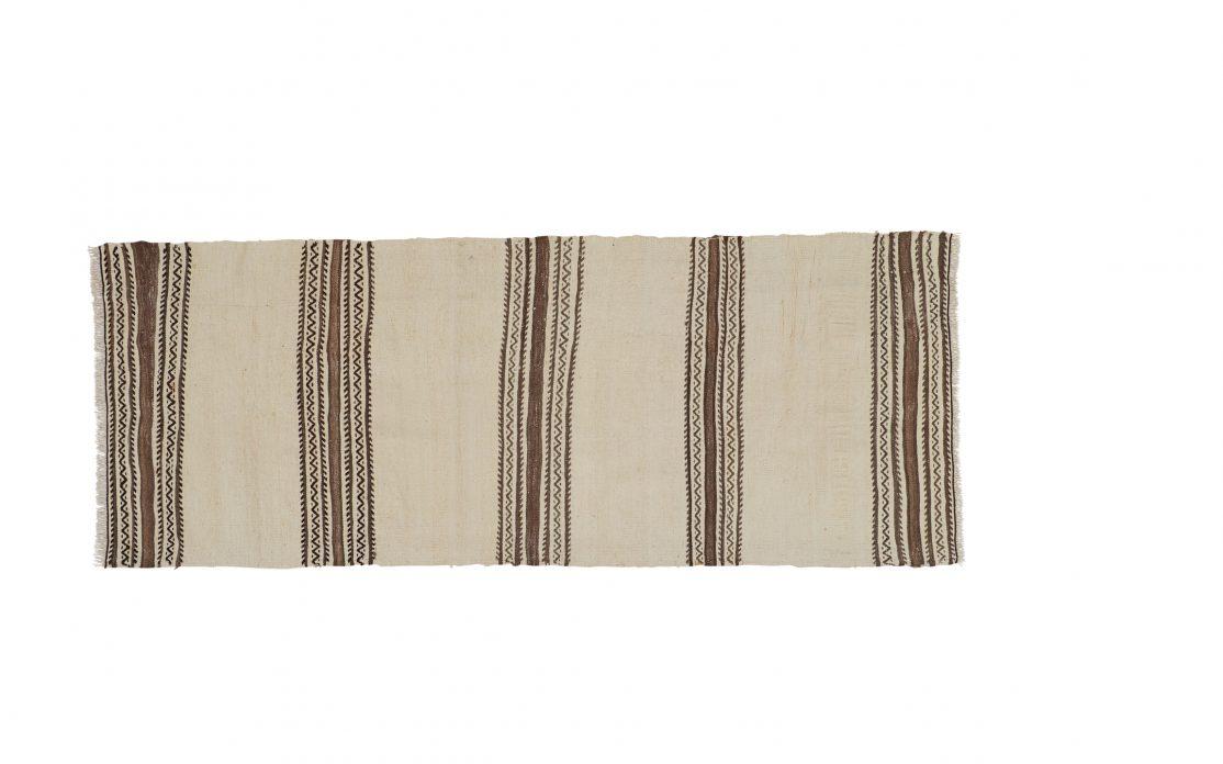 Tyrkisk kelim tæppe løber i hvid med brune striber. Tæpper sælges i København