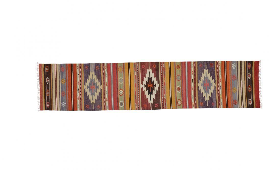 Tyrkisk kelim tæppe løber i rød, gul og blå. Tæpper sælges i København