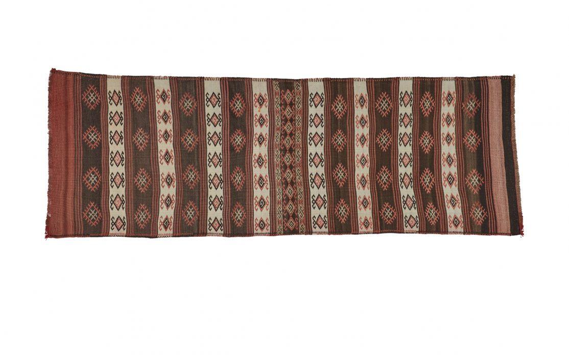 Tyrkisk stribet kelim tæppe løber i brun, beige og bordeaux. Tæpper sælges i København