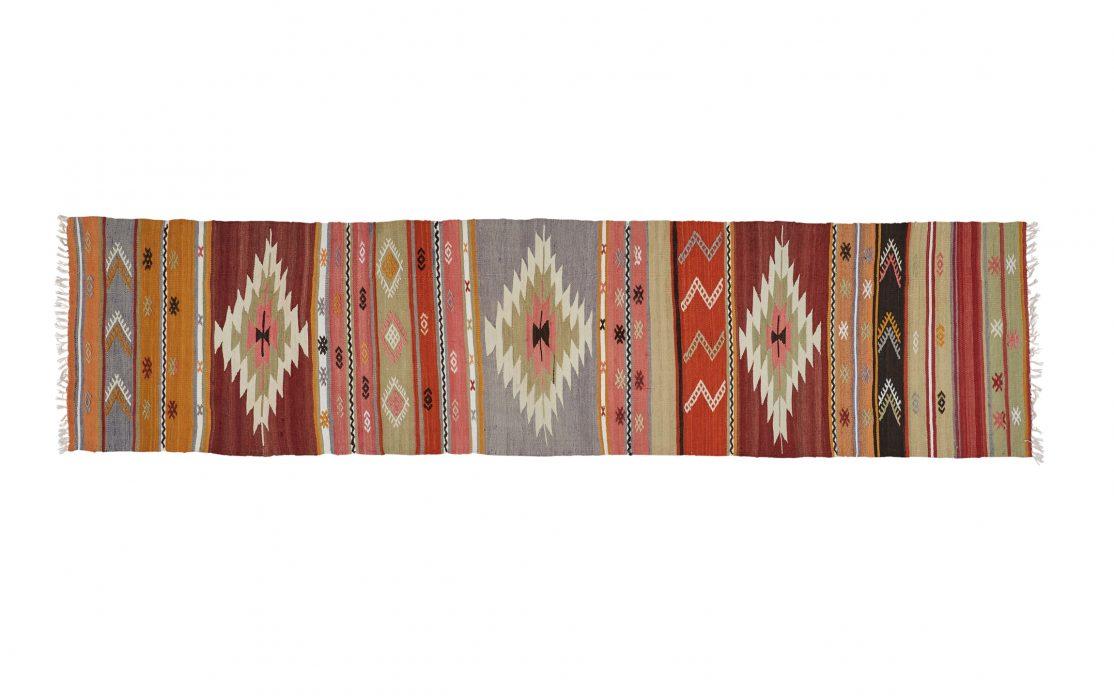 Tyrkisk stribet kelim tæppe løber i rød, gul, grøn og blå. Tæpper sælges i København