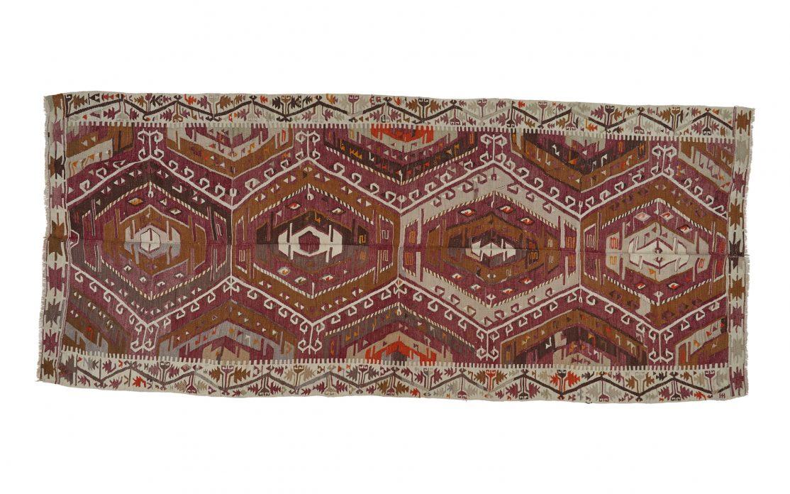 Tyrkisk kelim tæppe i violet, grå og brun. Tæpper sælges i København