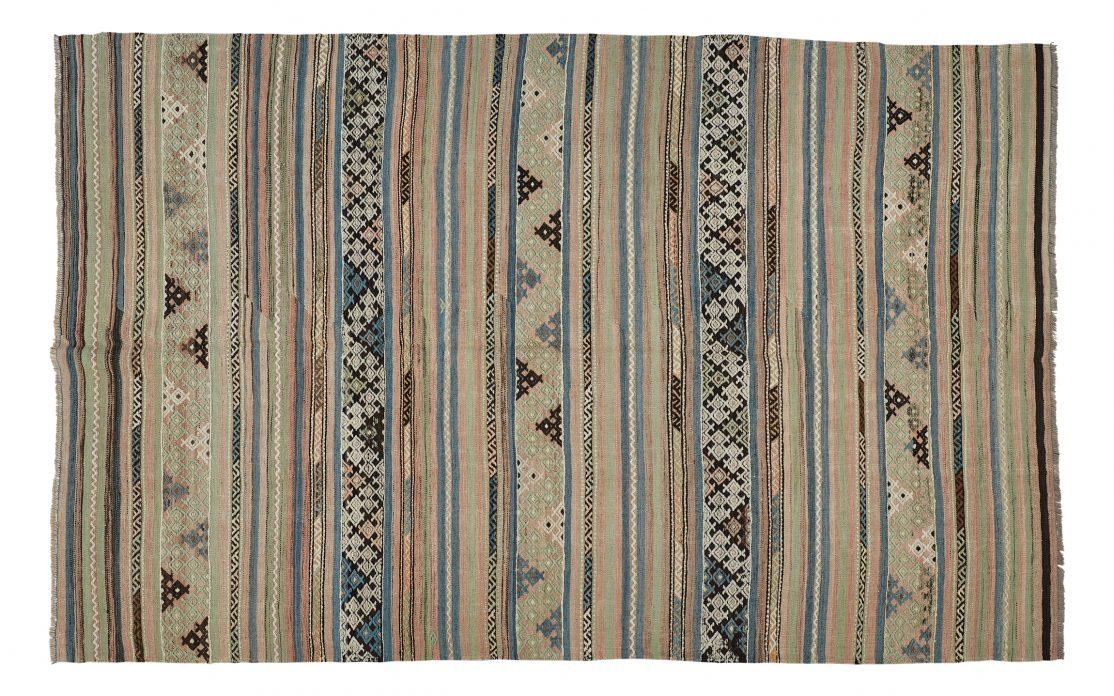 Tyrkisk kelim tæppe i striber. Tæpper sælges i København