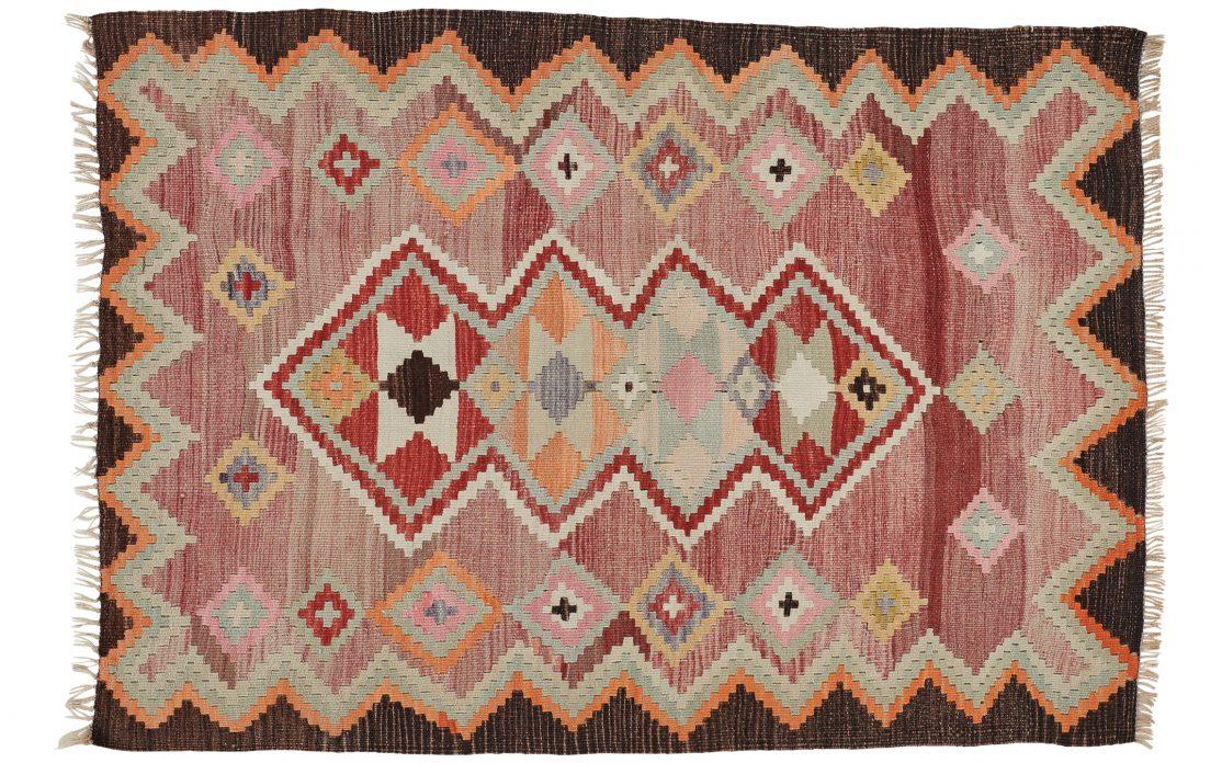 Lille tyrkisk kelim tæppe i flotte blandede farver. Tæpper sælges i København
