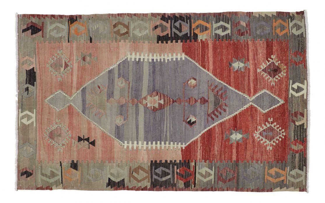 Lille tyrkisk kelim tæppe i røde toner. Tæpper sælges i København