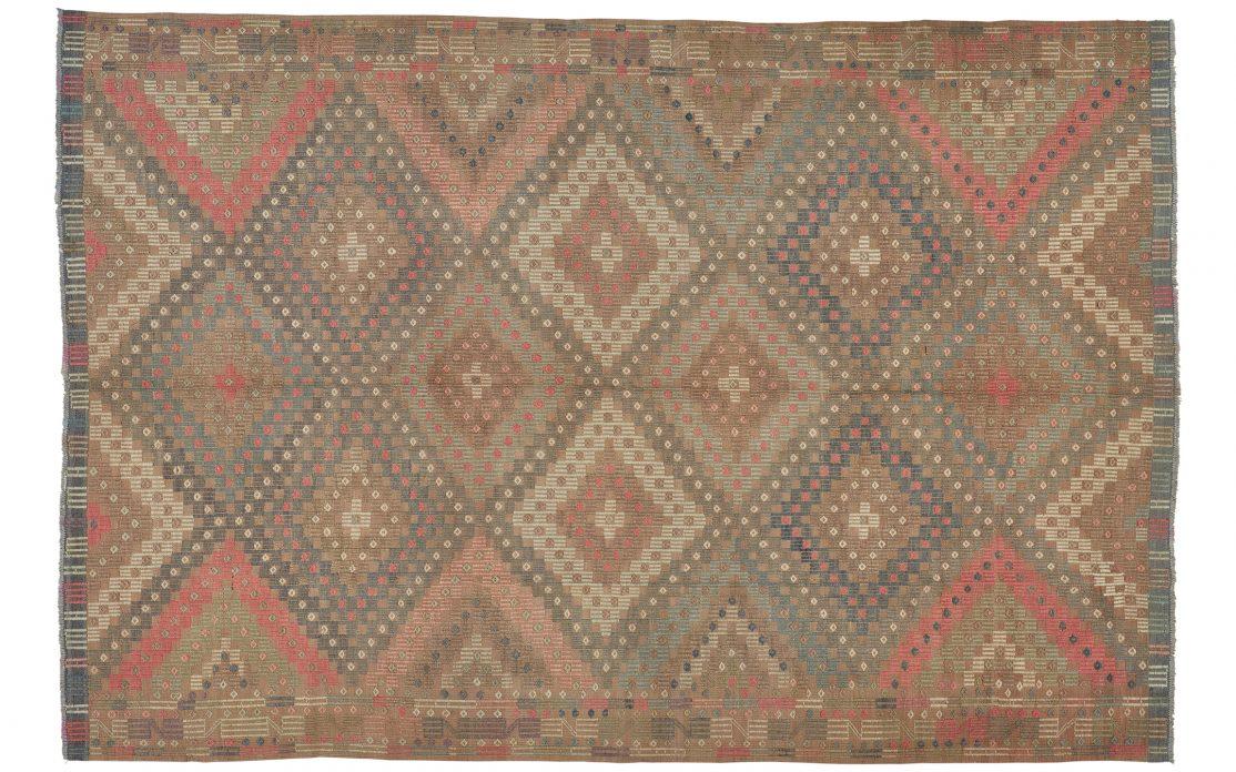 Smuk tyrkisk kelim tæppe i brun, lyserød og blå. Tæpper sælges i København