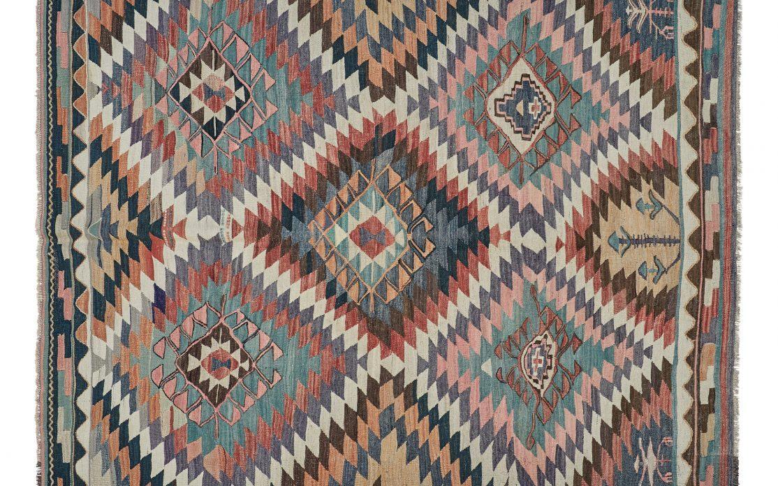 Tyrkisk kelim tæppe i smukke multifarver. Tæpper sælges i København