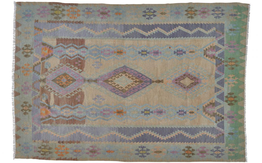 Stor tyrkisk kelim tæppe i mange flotte farver. Tæpper sælges i København