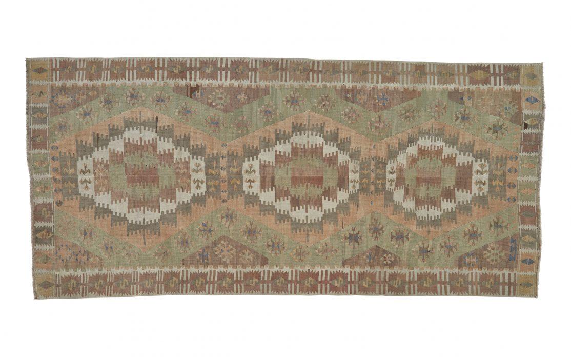 Stor tyrkisk kelim tæppe i smukke farver. Tæpper sælges i København
