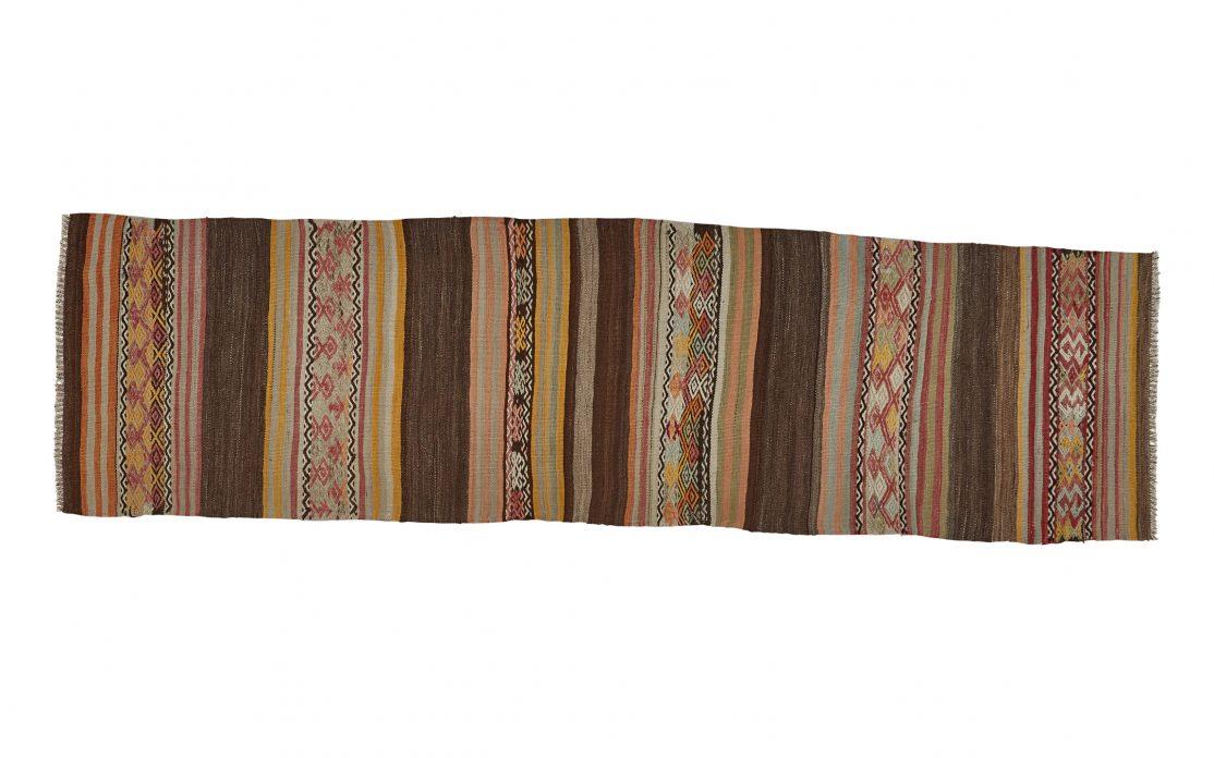 Tyrkisk kelim løber i brun, rød, gul og grå. Tæpper sælges i København
