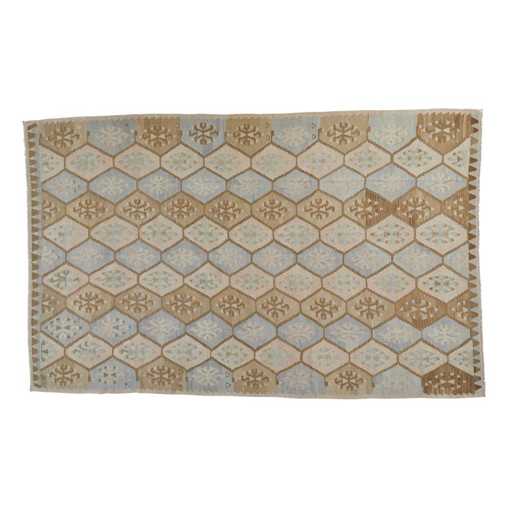 Smuk kelim tæppe i lyse og sarte nuancer