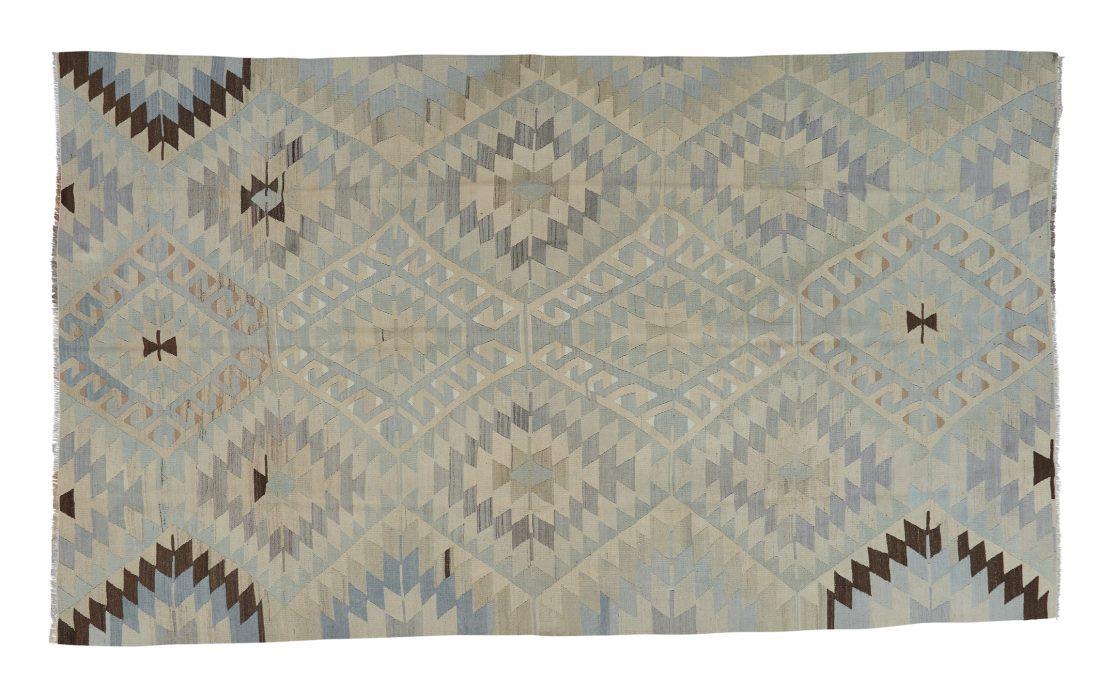 Lys stor kelim tæppe fra Tyrkiet. Tæpper sælges i København