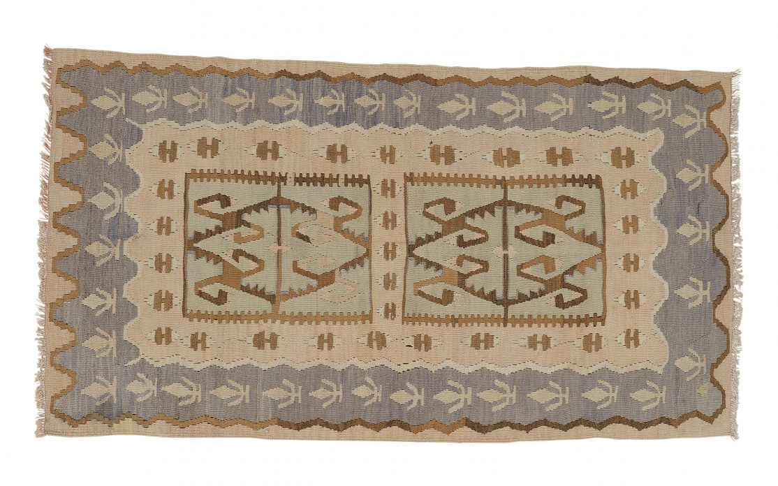 Lille kelimtæppe fra Tyrkiet i sarte farver. Tæpper sælges i København