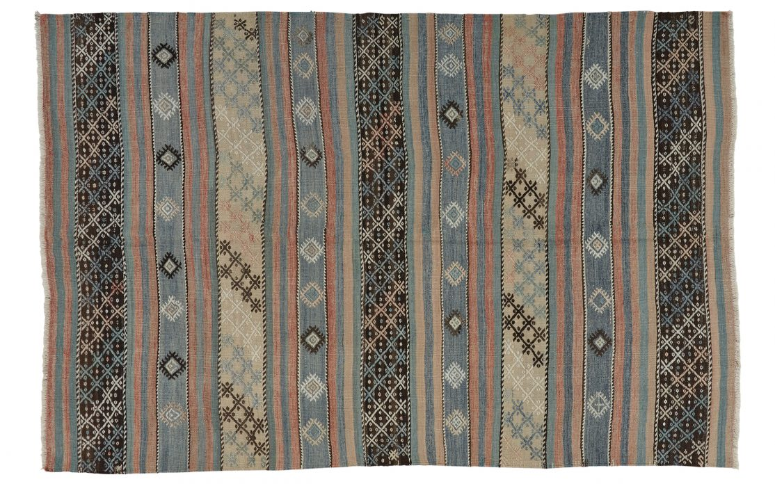 Stribet kelim tæppe fra Tyrkiet. Tæpper sælges i København