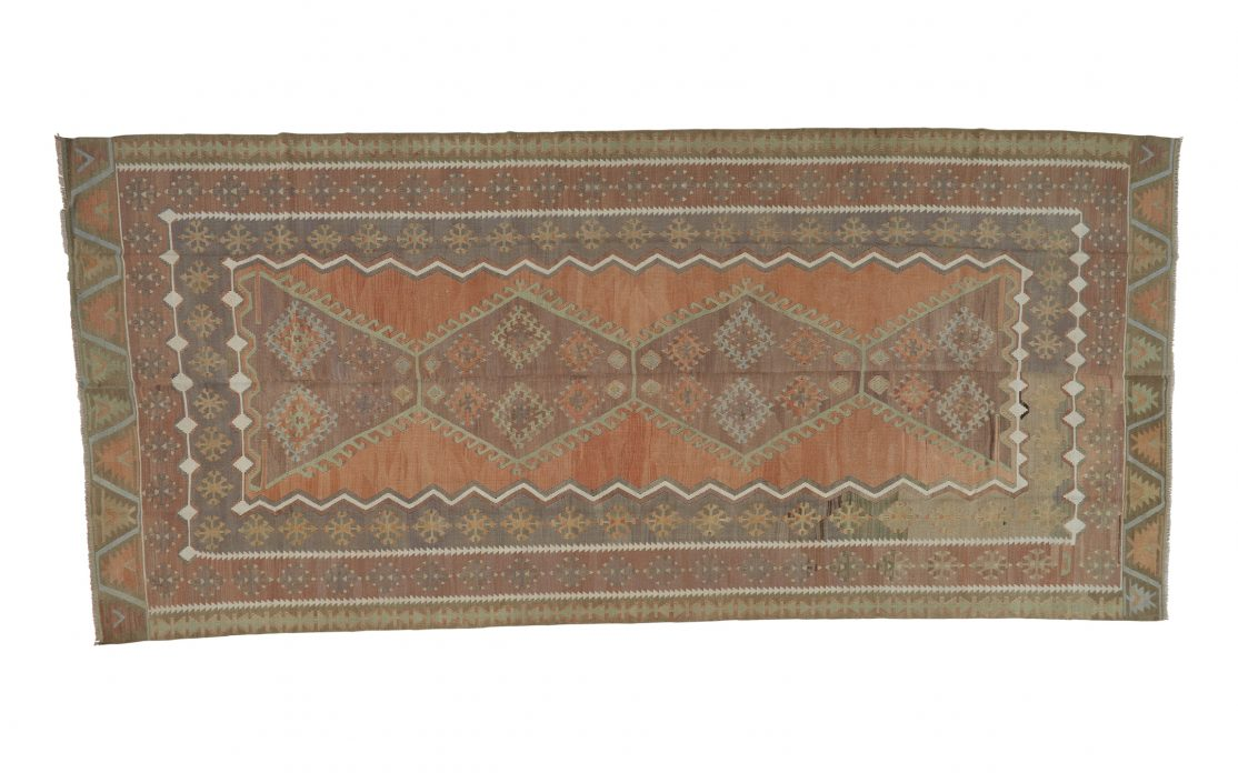 Stor kelim tæppe i orange og brune farver fra Tyrkiet. Tæpper sælges i København