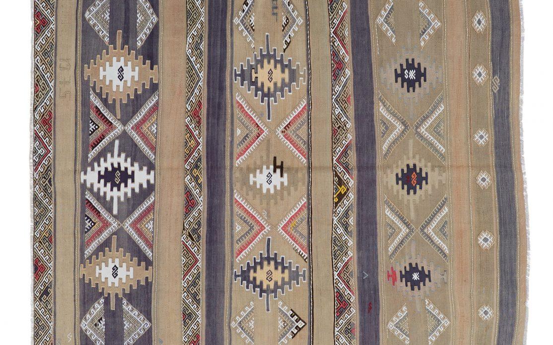 Beige og blå kelim tæppe fra Tyrkiet. Tæpper sælges i København