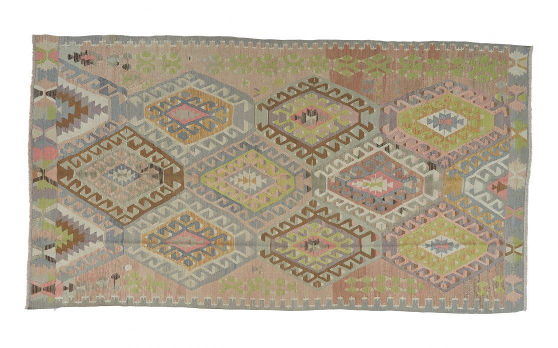 Stor kelim tæppe i sarte farver fra Tyrkiet. Tæpper sælges i København