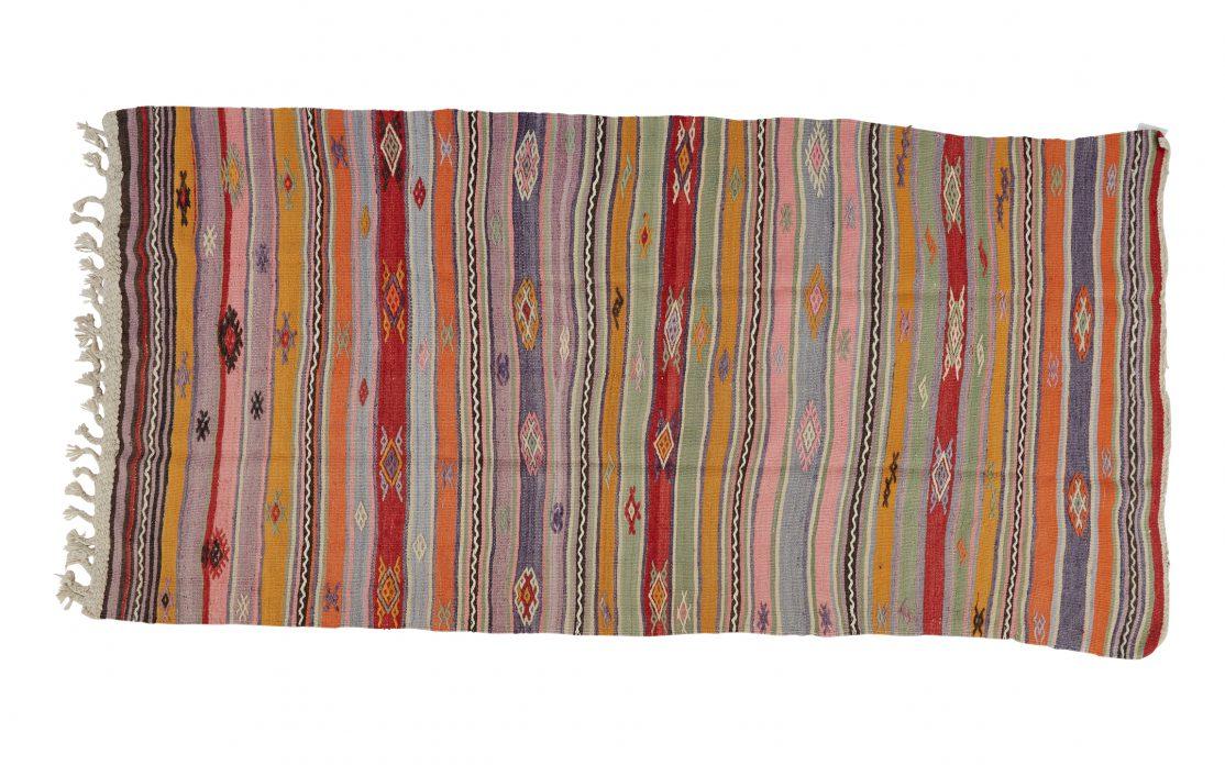 Stribet kelimtæppe fra Tyrkiet i klare pastelfarver. Tæpper sælges i København